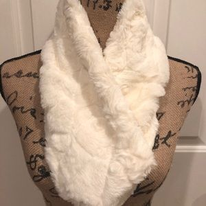 Accessories - NEW Faux Fur Loose Cowl Scarf